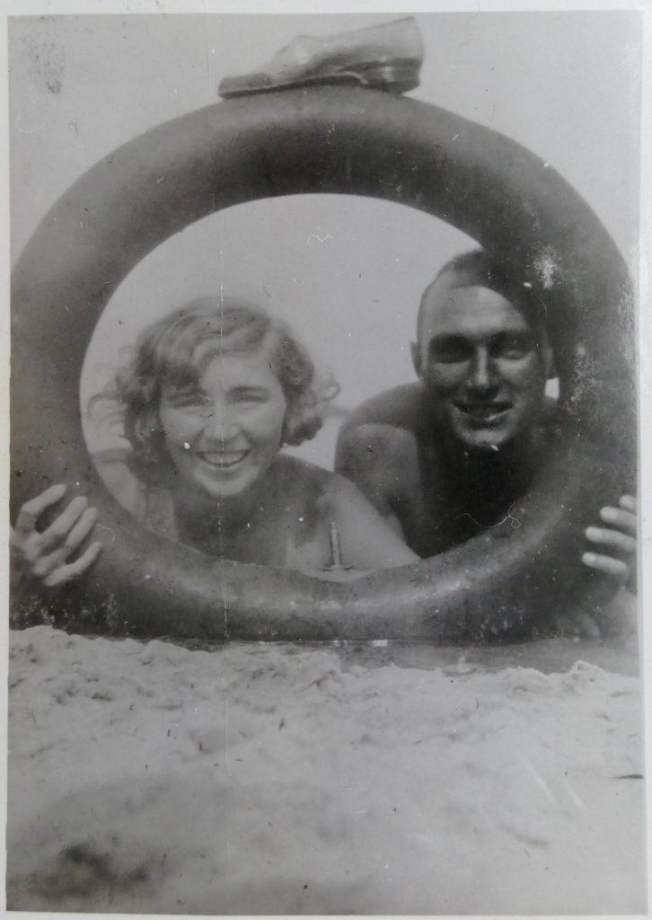 Anna i Kazimierz Dreccy podczas wypoczynku nad morzem